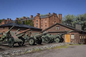militaria_outside_cannons