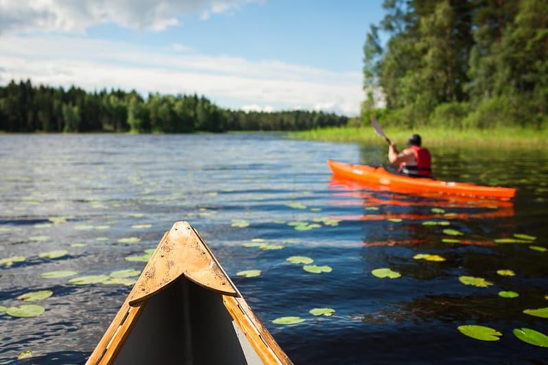 Lakeland_järvet_melominen_kanootti_aktiviteetti_canoeing_activity