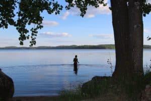 juhannus_uinti_järvi_ranta_juhannussauna