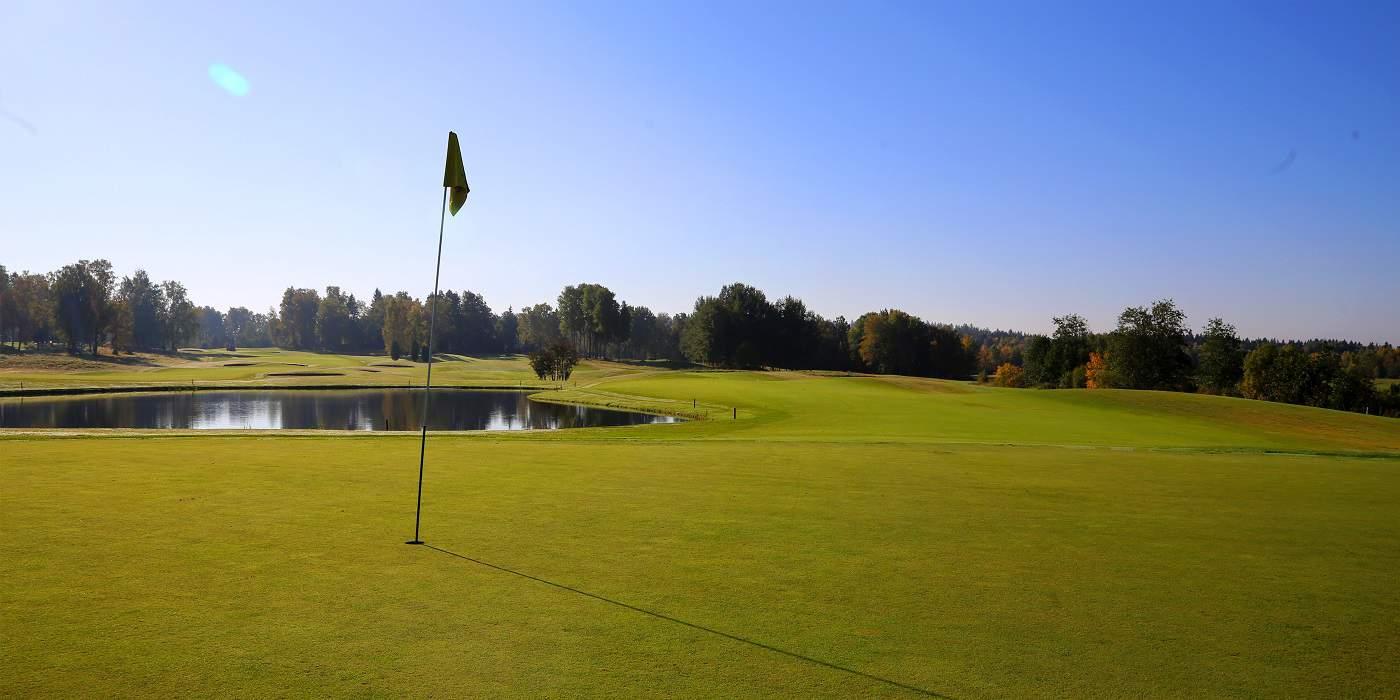 Golf_aulangon_golfkentät_eversti_lippu