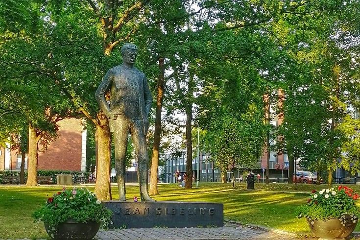 Nuori_Sibelius_patsas_Sibeliuksenpuisto_Hameenlinna