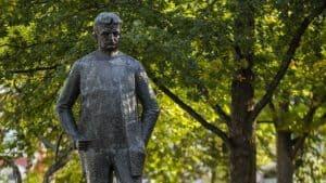 Sibeliuksen_puisto_patsas_statue