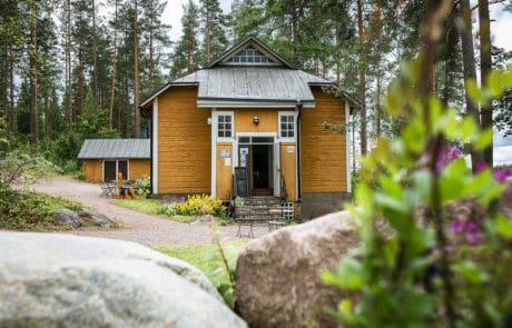 Laurinmaki-Laurinmaen-luonto-ja-kulttuurialue-Keltainen-talo